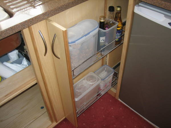 kitchen pull-out unit
