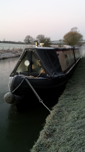 An icy mooring north of Yelvertoft