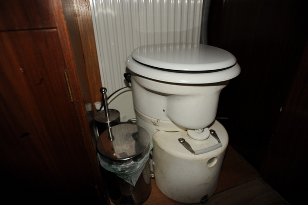 Airhead Composting Toilet on board James No 194