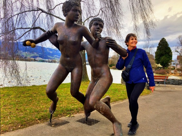 Cynthia couldn't resist posing with statues