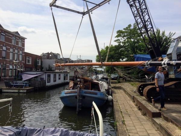 Removing a broken mast