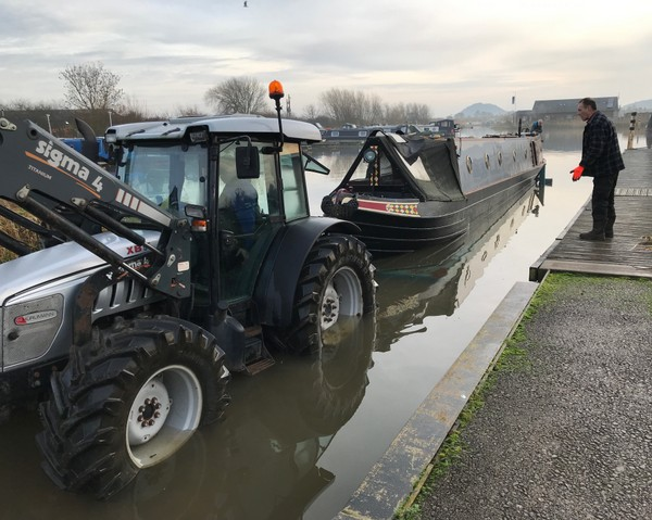 Orient backs into Tattenhall Marina