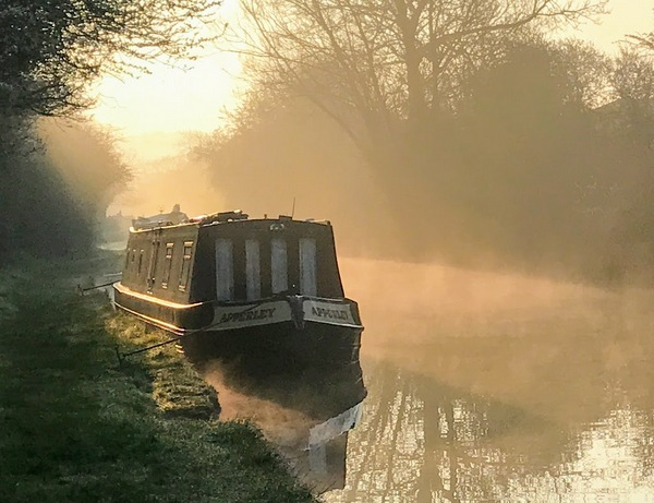 Misty dawn on an overnight mooring at Napton Junction