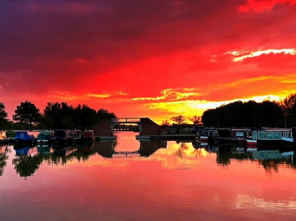 A beautiful sunset over Calcutt Boats Meadows marina