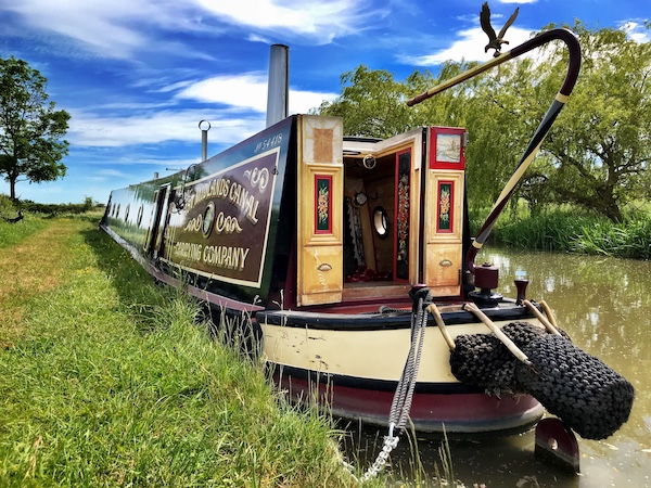 Orient is a beautiful traditional style narrowboat