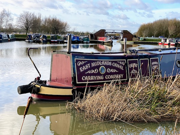 Narrowboat stern types - Traditional