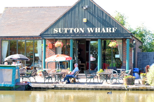 The cafe at Sutton Cheyney wharf